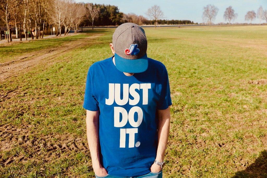 Freddy von say say • soulful hip-hop radio mit Just Do It Shirt