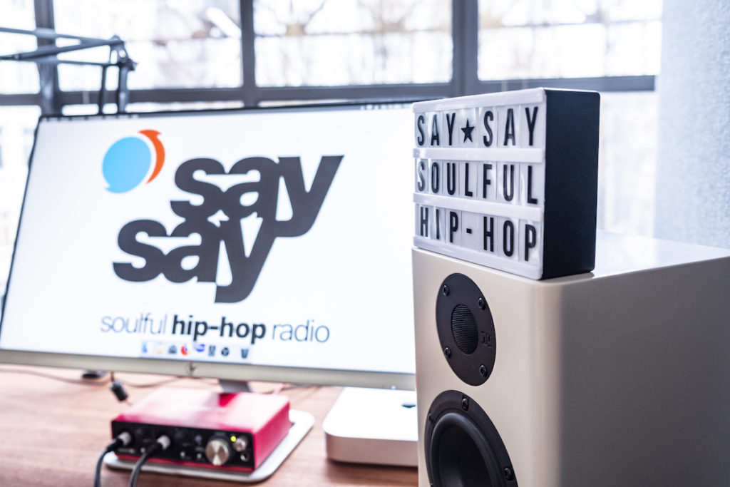 say say soulful hip-hop radio - Radio Studio - Foto by Eric Anders 890px